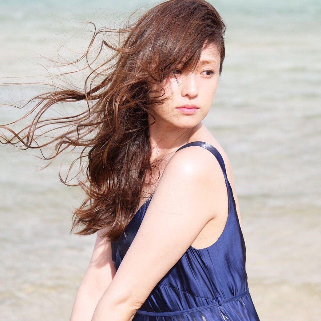 深田恭子の公式インスタ|バスローブ姿や私服・ハワイの画像が