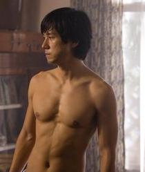 西島秀俊のMOZUの筋肉の画像がヤバい?トレーニング方法やジムは ...